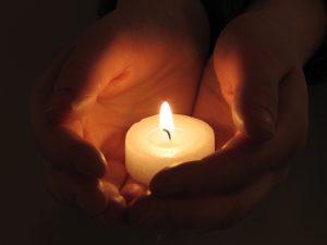 51 Kerzen für an Brustkrebs erkrankte Frauen