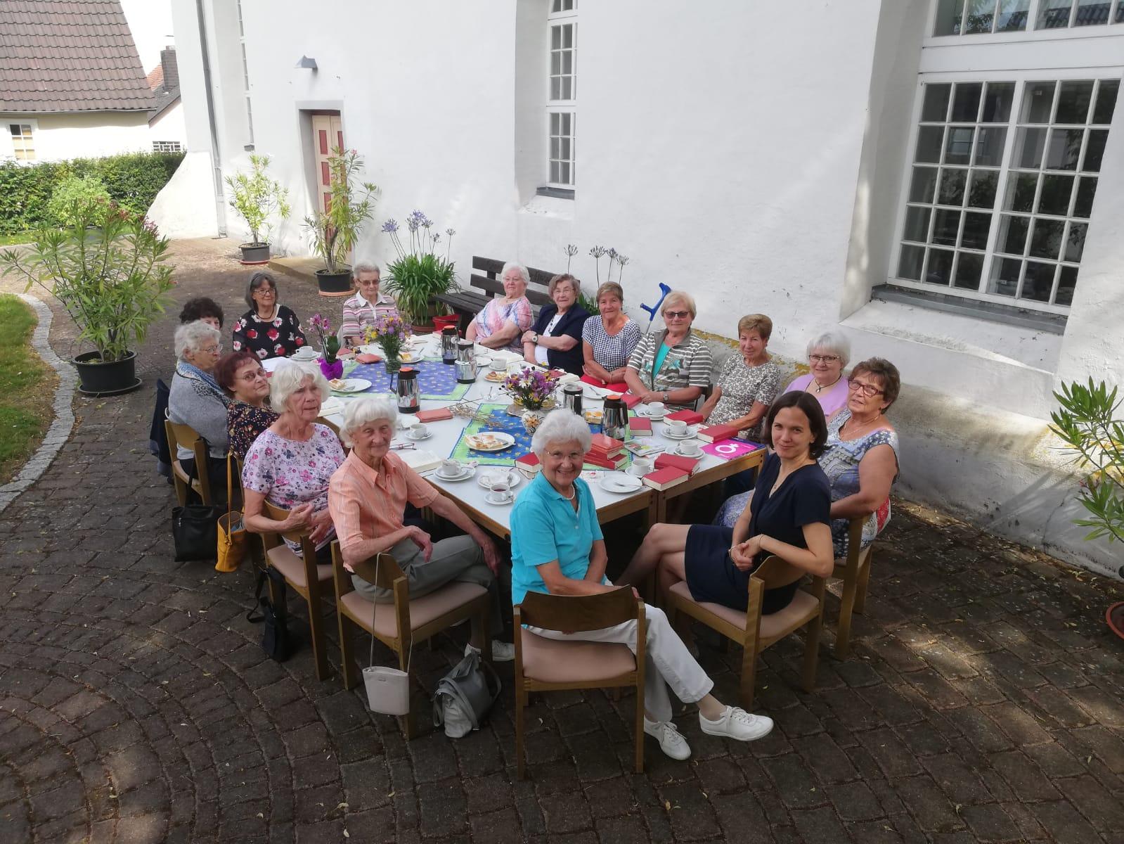 2021_Bild Monatsimpuls August_Treffen FH Rod am Berg